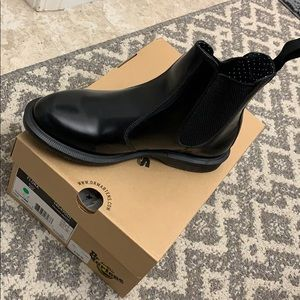 Dr. Martens Flora chelsea boot NEW